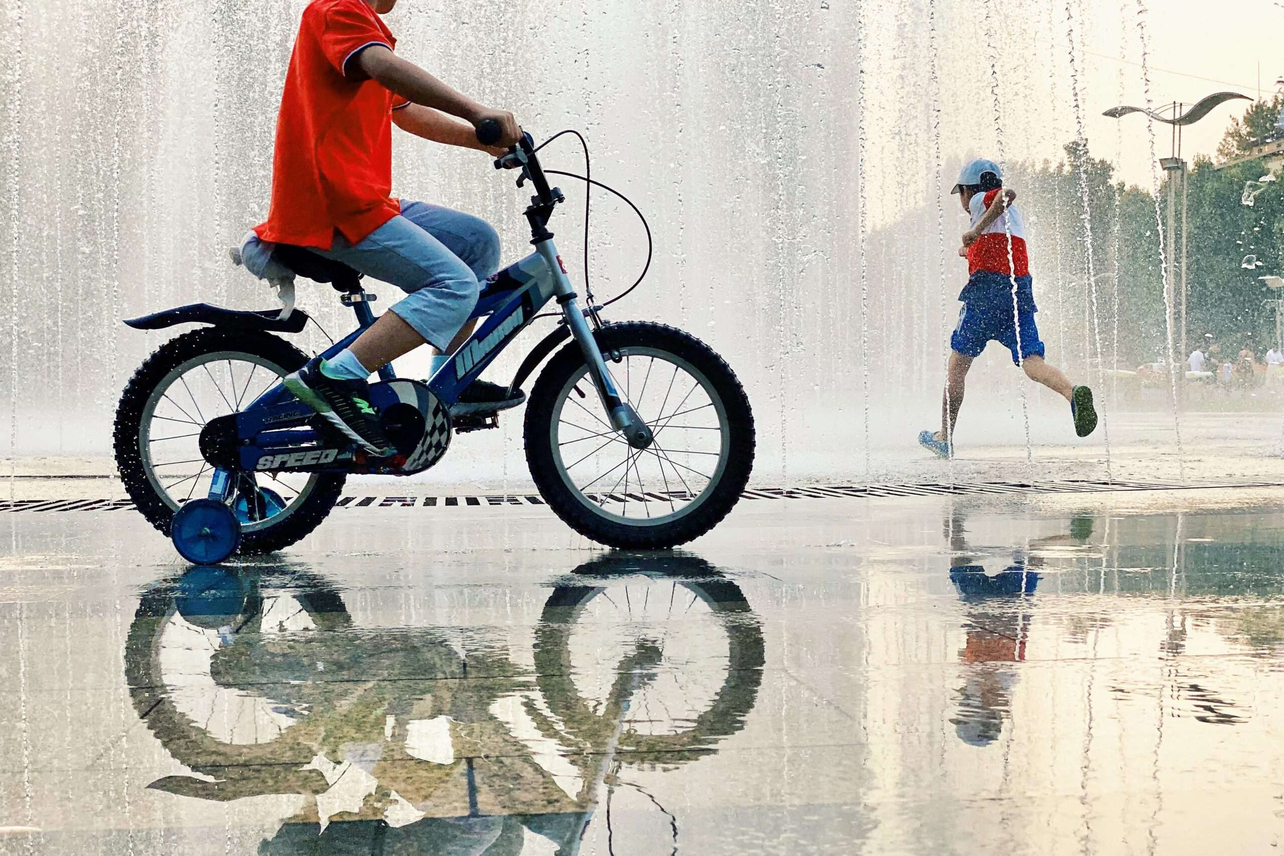 Đạp xe giúp bé cải thiện sức khỏe